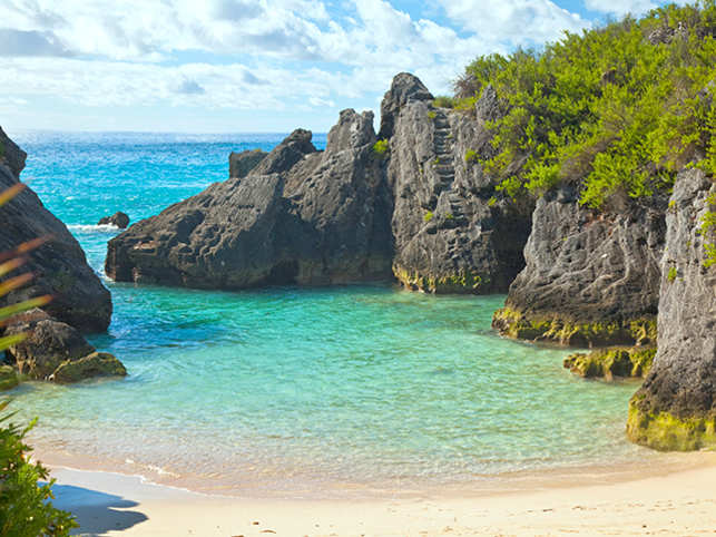 Bermuda features a zero percent corporate tax rate, as well as no personal income tax rate.