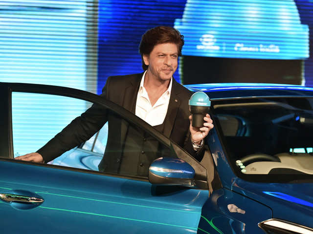 Shah Rukh Khan shows support for Swacch Bharat Abhiyan, unveils portable bin for cars