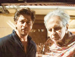 Two legends, one frame: When Shah Rukh Khan paid a visit to Dilip Kumar