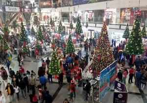 Ghaziabad : Christmas celebrations at a mall in Vaishali, Ghaziabad on Monday. P...