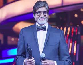 Amitabh Bachchan uploads resume on Twitter