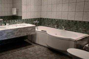 Five-star hotels might do away with bathtubs soon