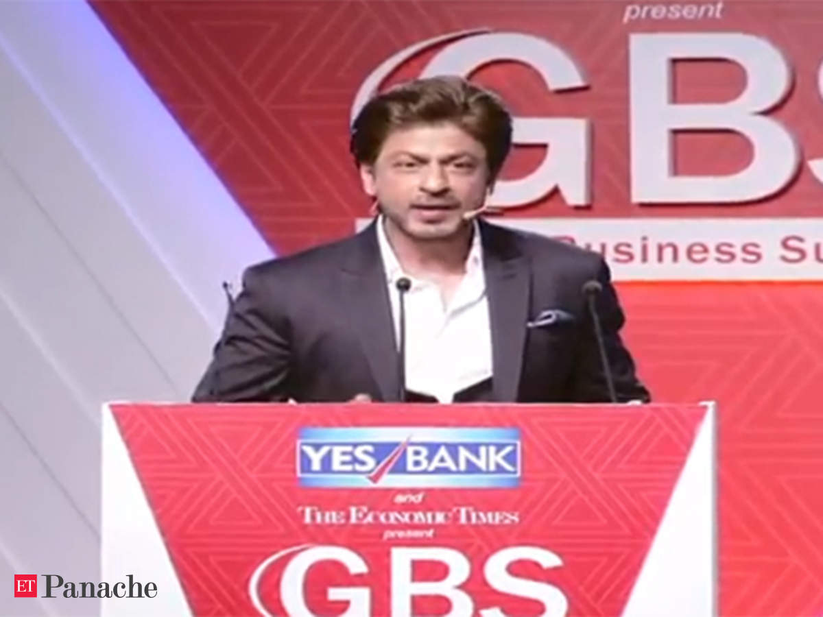 SRK works his charm at ET GBS with 'Raees' dialogue, songs