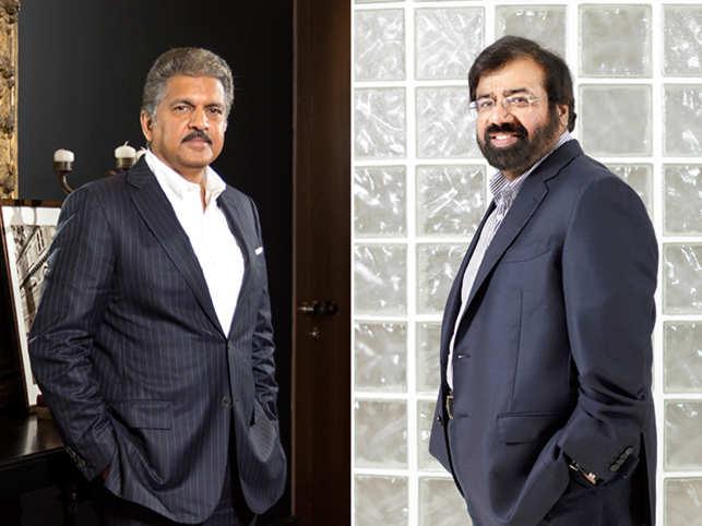 Anand Mahindra (L) and Harsh Goenka (R).
