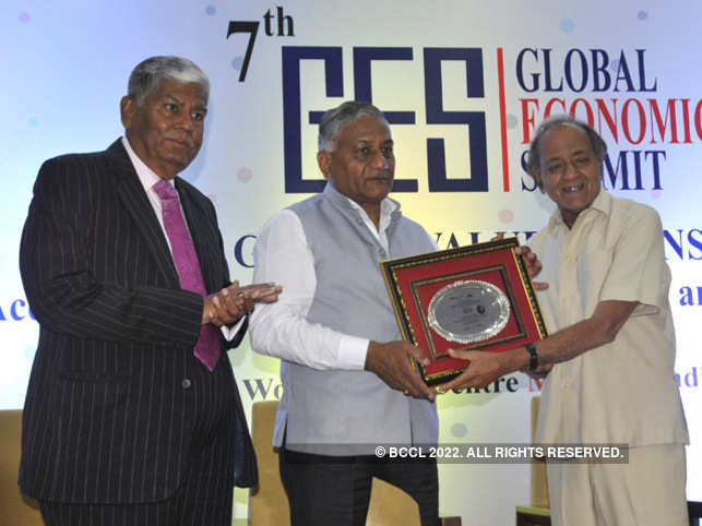Kamal Morarka, chairman, World Trade Centre Mumbai felicitates General VK Singh, Minister of State for External Affairs, at the event as Vijay Kalantri, president, All India Association of Industries, looks on.