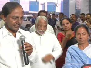 K Chandrashekhar Rao, Mamata pitch for 'non-BJP, non-Congress federal front'