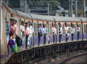 Mumbai:  Train services resume on Central Line as students call off agitation