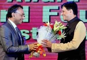 Kolkata:Union Railways and Coal Minister Piyush Goyal being welcome Coal India L...