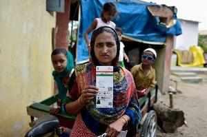 Chennai: A Rohingya Muslim woman showing an Aadhaar Card at Kelambakkam in Chenn...