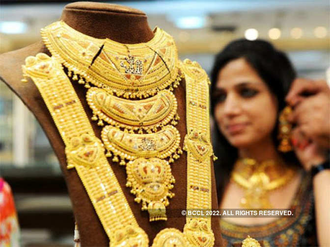 Gold glitters on firm global cues, jewellers' buying