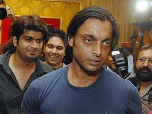 shahid afridi shoaib akhtar urges indian pakistani youth to stand