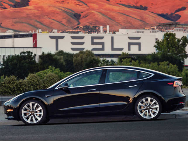 Tesla temporarily stops Model 3 production line