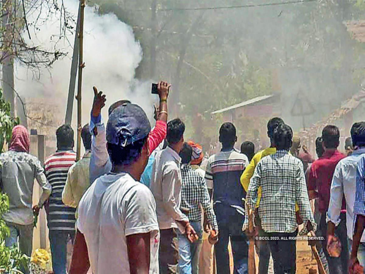 बंगाल में BJP कार्यकर्ताओं की गुंडागर्दी बरक़रार , दुर्गापुर के TMC दफ्तर में घुसकर मचाया तांडव।