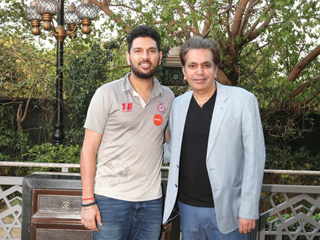 EazyDiner's global brand ambassador Yuvraj Singh with Manoj Adlakha, SVP & CEO, American Express Banking Corp India.
