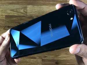 Watch: Unboxing the Oppo Realme 1
