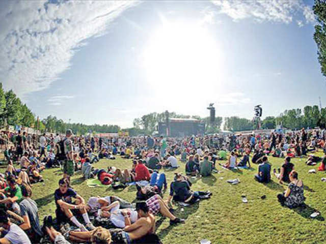 A world-class line-up, delicious food & drinks, tents as concert halls: Rock Werchter makes your dreams come true