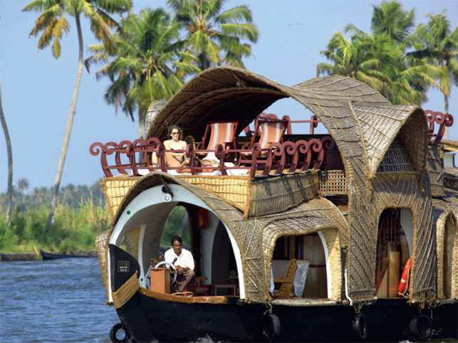 SMOOTH SAIL: Enjoy a luxurious houseboat stay in Alappuzha