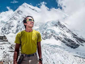 24-yr-old Arjun Vajpai conquers Kangchenjunga, becomes youngest person to scale 6 peaks above 8,000 metres