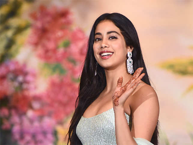 Janhvi Kapoor gets emotional about mom Sridevi at 'Dhadak' trailer launch