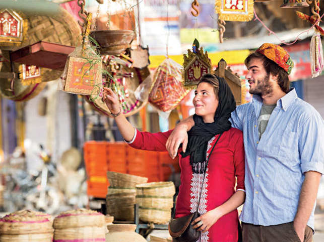 CRAFT REVIVAL: Trails to showcase and promote handicrafts in various states are growing popular with global tourists visiting India (©ImagesBazaar)