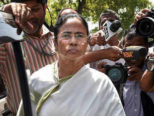 Opposition CMs raise Kejriwal vs L-G at crucial NITI meet, urge PM Modi to resolve stalemate