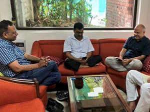 Kejriwal LG office