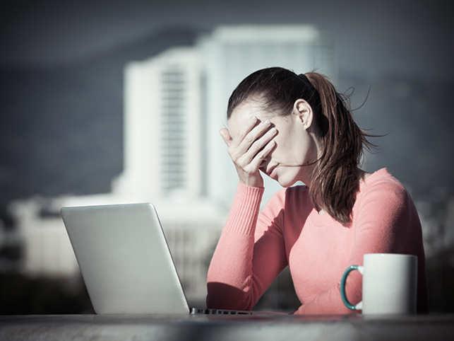 sad-depressed-anxiety-depression-work-office-stressThinkstockPhotos-610969008