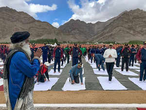 Isha Foundation's Sadhguru to train soldiers in Yoga at Siachen base camp