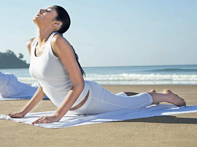 SURYANAMASKAR: Health retreats offer amazing couple wellness sessions. Join in! (©ImagesBazaar)