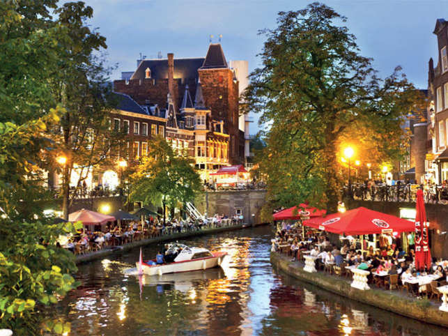 UTRECHT CALLING: In the city of Utrecht, a canal tour reveals an interesting nightlife that unfolds fabulous Karlovy Vary restaurants, collegian parties and fun times. Ready?