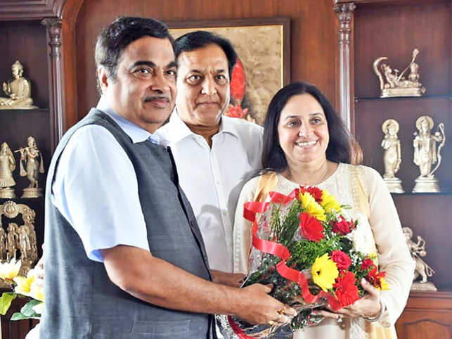 Nitin Gadkari and Rana Kapoor with wife Bindu