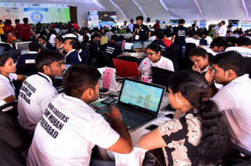 Hackathon 2018: Students present RFID tech that can locate lost baggage at airports