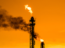 Oil-Refinery1-Thinkstock