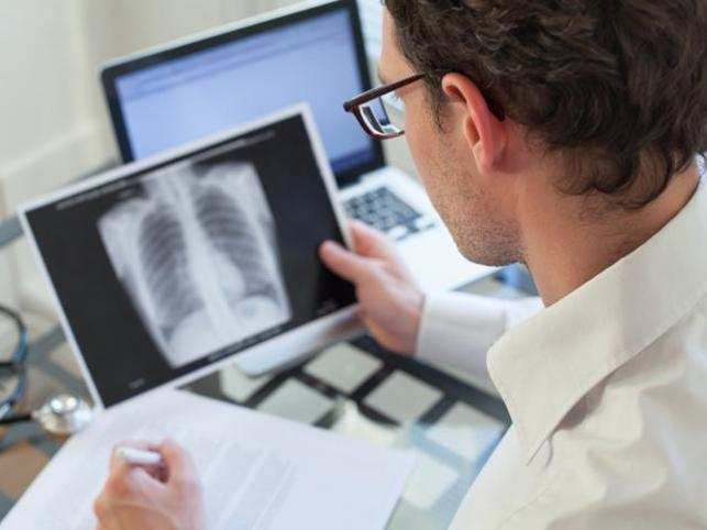 doctor-lungs_ThinkstockPhotos