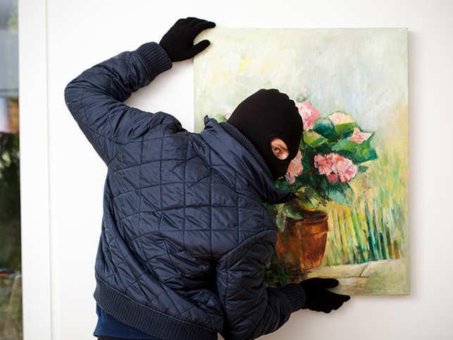 art-stealing-thief-ThinkstockPhotos-459021285