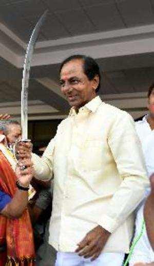 Hyderabad: Telangana chief minister K Chandrasekhar Rao being felicitation swor...