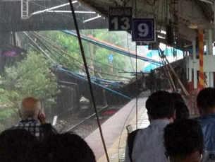 Mumbai rains: Part of bridge collapses near Andheri railway station