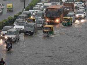 Heavy rains lead to waterlogging, traffic jam in Delhi