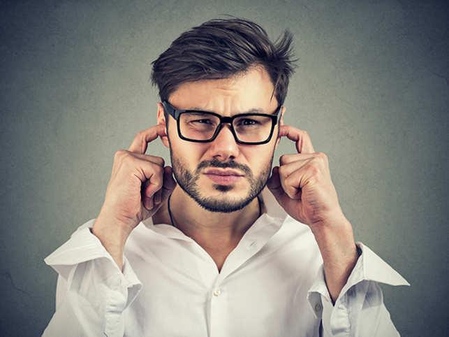 ear-hear-pain-loud-noise-ThinkstockPhotos-934271010