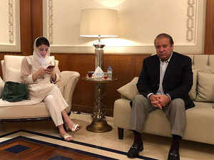 nawaz-sharif-with-daughter