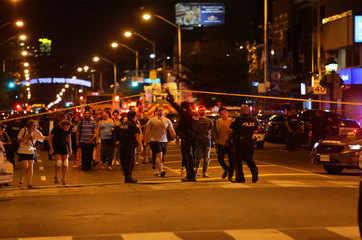 Toronto shooting leaves 2 dead including gunman