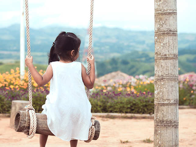 child-swing-lonely-ThinkstockPhotos-874676996