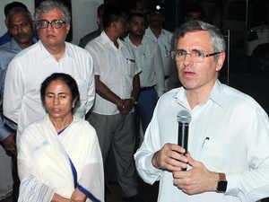 Mamata Banerjee meets Omar Abdullah, talks federal front ahead of 2019