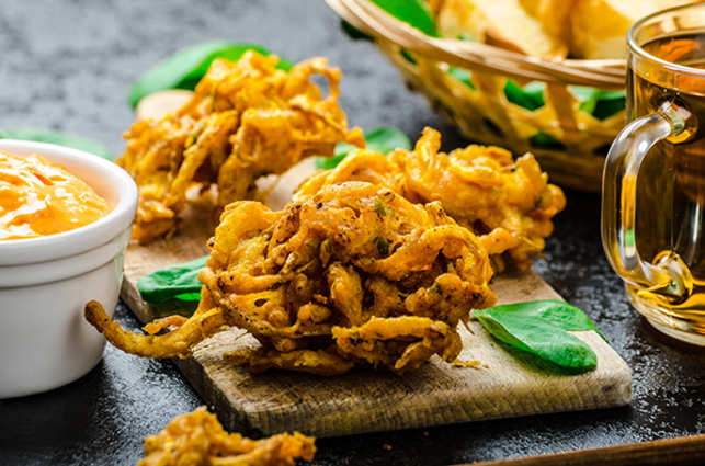 food-eat-pakora-ThinkstockPhotos-518149491
