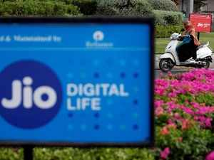 Reliance Jio, SBI ink pact to boost digital transactions