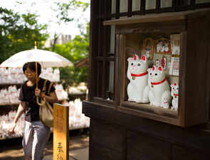 Good luck charm: Instagrammers throng Tokyo's Gotokuji temple to snap pictures of 'white cat' figurines
