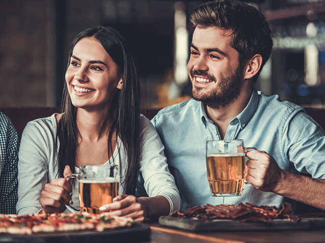 drink-pizza-beer-food-GettyImages-685188436
