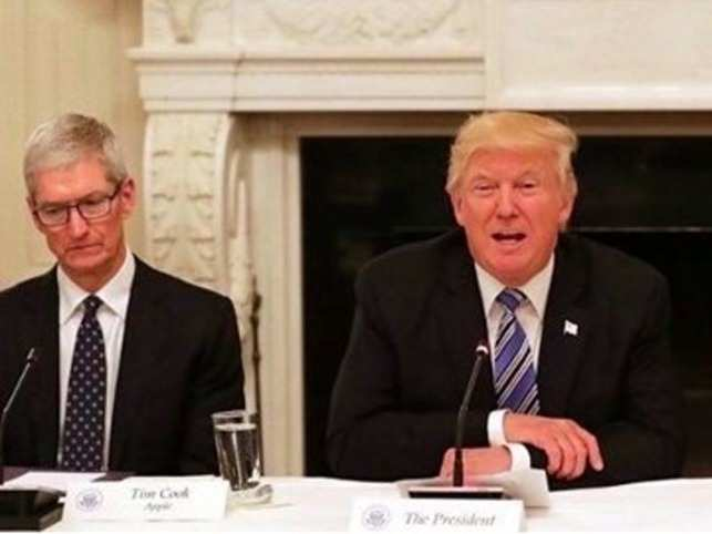 Donald Trump makes dinner plans with Apple CEO Tim Cook, tweets