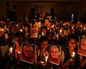 Hundreds queue up outside Vajpayee's residence to pay tributes
