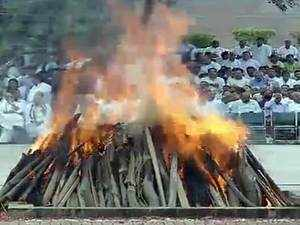 Atal Bihari Vajpayee's mortal remains consigned to flames with 21-gun salutes